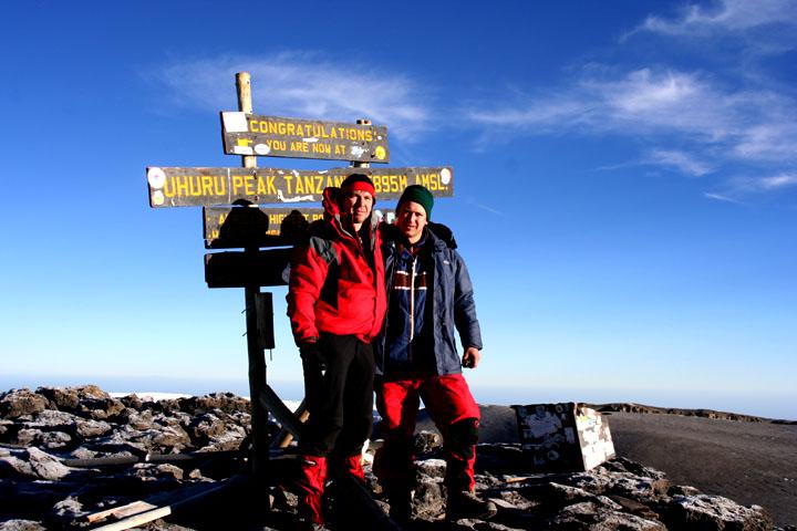 Mit Leopold Wais auf dem Uhuru Peak - Kilmanjaro Tanzania auf 5.895m